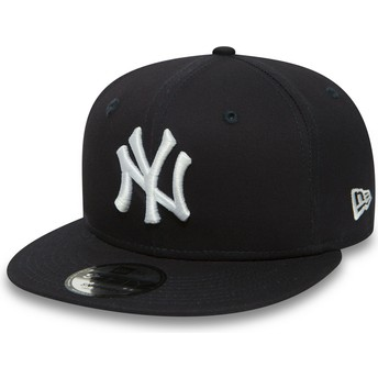New Era Flat Brim 9FIFTY Essential New York Yankees MLB Snapback Cap Dunkelblau