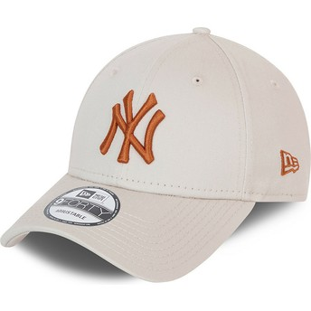 New Era Curved Brim Brown Logo 9FORTY League Essential New York Yankees MLB Beige Adjustable Cap